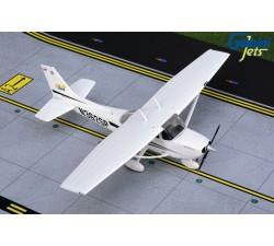 塞斯納 Cessna 172 Skyhawk 1:72