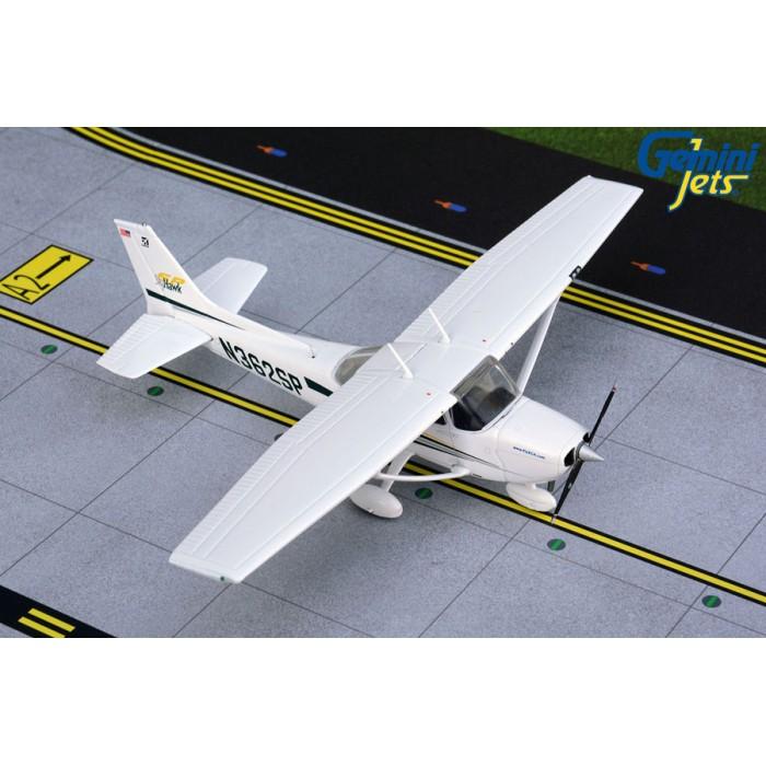 Cessna 172SP Skyhawk 1:72